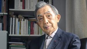 Rencontre avec l'académicien François Cheng, chez lui à Paris le 11 octobre 2013. Julien DANIEL / MYOP